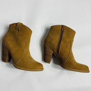 American Eagle Western Style Bootie Tan Size 7
